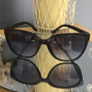 Jennifer Lopez oversized sunglasses.